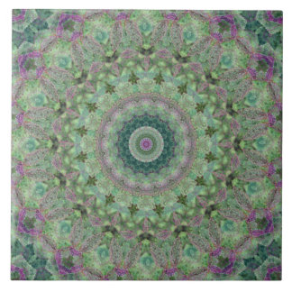 季節: 春の薄緑および紫色の曼荼羅 タイル