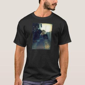 孤独なベンチ Tシャツ