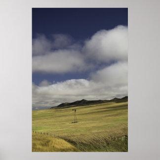 孤独なワイオミングの風車のプリント ポスター