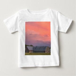 孤独な納屋 ベビーTシャツ