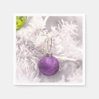 孤独な紫色のクリスマスの球 スタンダードカクテルナプキン