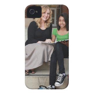 学校のステップの学生そして先生外で Case-Mate iPhone 4 ケース