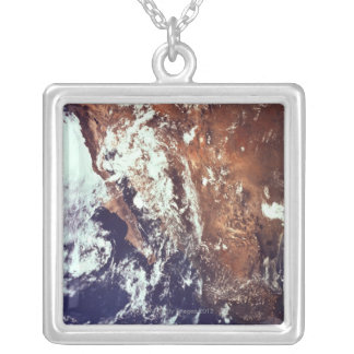 宇宙から見られる山および海 シルバープレートネックレス