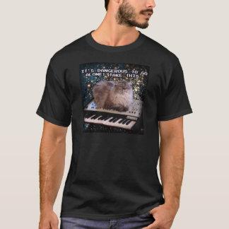 宇宙のキーボードの猫 Tシャツ
