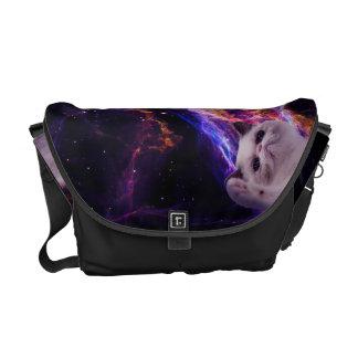 宇宙の中間の気難しい猫 クーリエバッグ