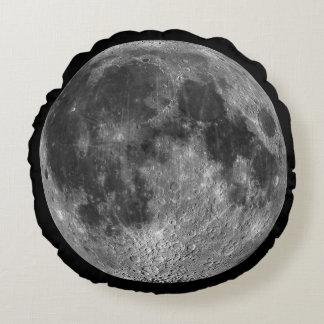 宇宙の円形の地球からの満月 ラウンドクッション