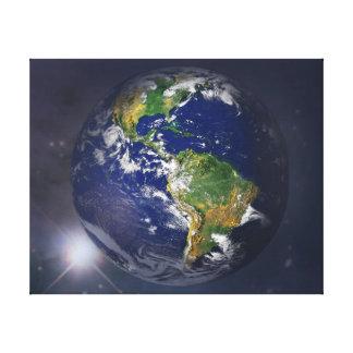 宇宙の太陽の上に上がる惑星の地球 キャンバスプリント