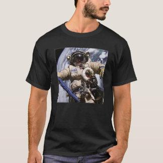 宇宙の宇宙飛行士 Tシャツ