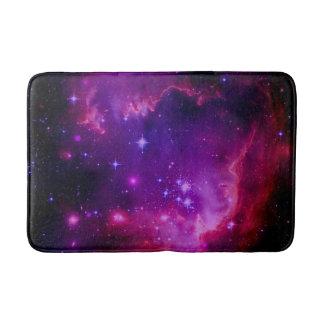 宇宙の銀河系/星雲の紫色の色合いは主演します バスマット