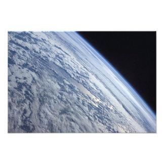 宇宙の黒さに対する地球の地平線 フォトプリント