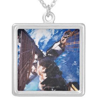 宇宙局の軌道地球5 シルバープレートネックレス