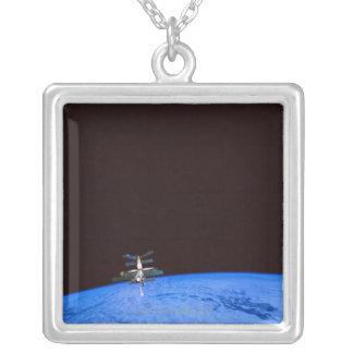 宇宙局の軌道地球8 シルバープレートネックレス