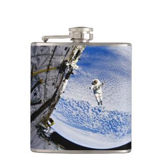 宇宙飛行士の宇宙遊泳 フラスク