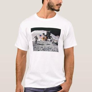 宇宙飛行士の月の歩行 Tシャツ
