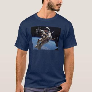 宇宙飛行士の浮遊 Tシャツ