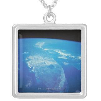宇宙2からのフロリダ シルバープレートネックレス