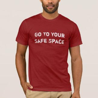 安全な宇宙のTシャツ Tシャツ