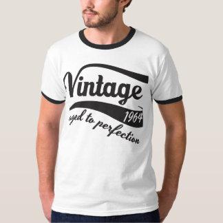 完全さの現在に老化する第50誕生日のヴィンテージ Tシャツ