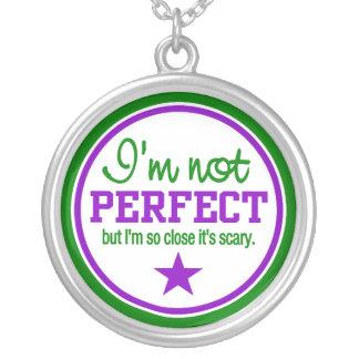 完全ではないネックレス-緑/紫色 シルバープレートネックレス