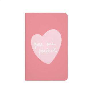 完全でカスタマイズ可能で白いピンクのサケです ポケットジャーナル