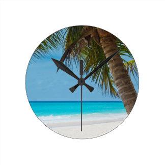 完全な熱帯楽園のビーチ ラウンド壁時計