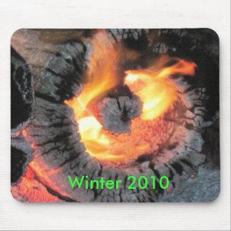 完全に燃える火の丸太 マウスパッド
