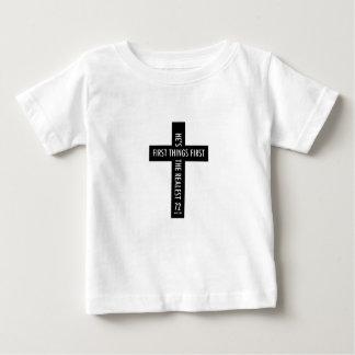 宗教十字の最初事の最初幼児をからかいます ベビーTシャツ