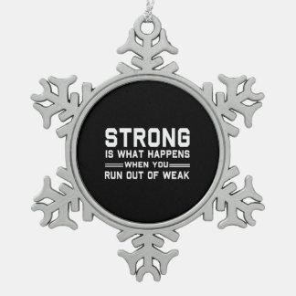 定義される強い スノーフレークピューターオーナメント