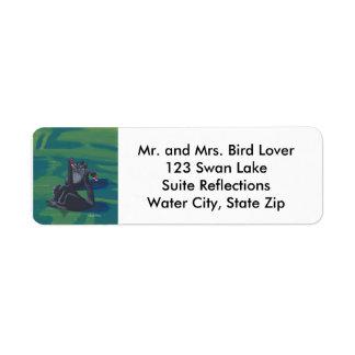 宛名ラベルを泳いでいる2羽の黒鳥 ラベル