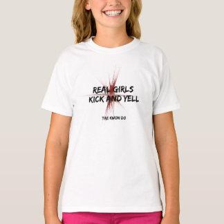 実質の女の子の蹴りおよび叫び声テコンドー Tシャツ