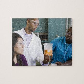 実験を見ているアフリカの先生および学生 ジグソーパズル