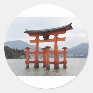 宮島、日本の湾の歴史的ゲート ラウンドシール
