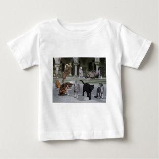 宮殿のステップの猫 ベビーTシャツ
