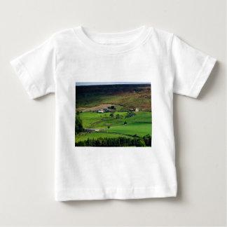 家に帰る牛まで ベビーTシャツ