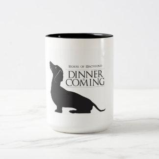 """家のダックスフント""""夕食""""はコーヒー・マグを来ています ツートーンマグカップ"""