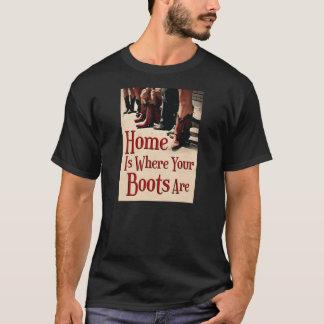 家はあなたのブーツが人のワイシャツであるところです Tシャツ