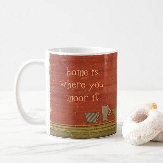 家は繋ぎ止められた錆ついた赤のストライプが襲うところです コーヒーマグカップ