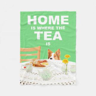 家は茶が犬のフリースのブランケットであるところです フリースブランケット