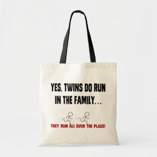 家族で走られる双生児 トートバッグ