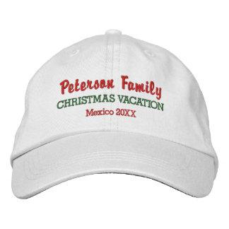 家族のクリスマスの休暇のカスタムな位置及び日付 刺繍入りキャップ
