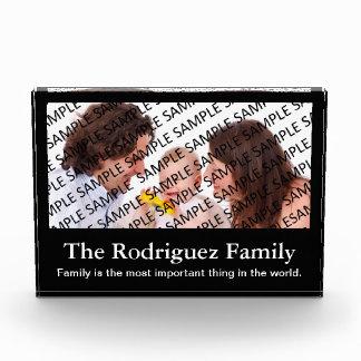 家族のポートレートの写真のギフトのテンプレート 表彰盾