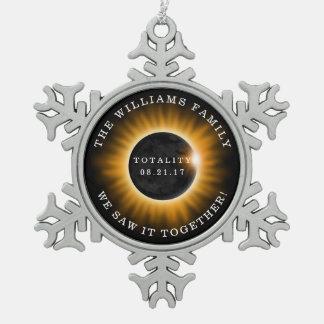 家族の全体の日食は名前を加えます スノーフレークピューターオーナメント