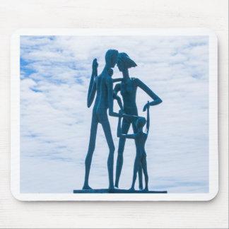 家族の彫刻 マウスパッド