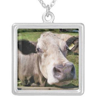 家畜、かわいい牛 シルバープレートネックレス