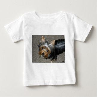 家禽を襲うタカ ベビーTシャツ