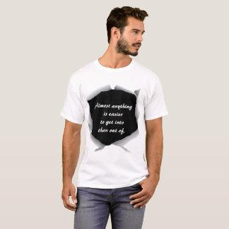 容易なスローガンの引用文のマーフィーの法律 Tシャツ