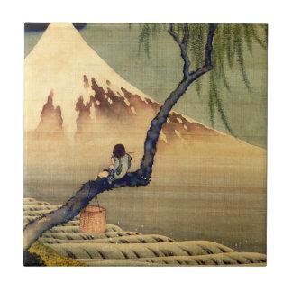 富士山の日本人のヴィンテージを見ているHokusaiの男の子 タイル