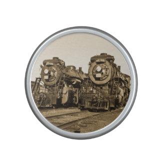 対のロコモーティブの鉄道列車エンジンのヴィンテージ ブルートゥース スピーカー