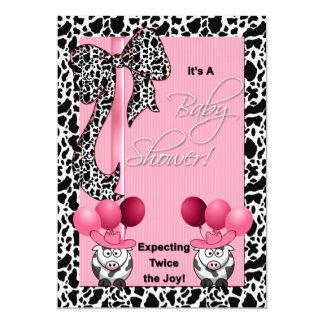 対の女の子のベビーシャワーの招待状の期待 カード