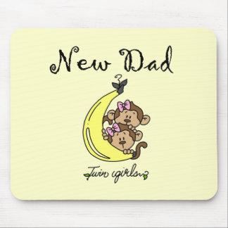 対の女の子のTシャツおよびギフトの新しいパパ マウスパッド